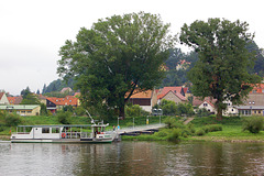 pramo transe de la rivero Elbe (Fähre jenseits der Elbe)