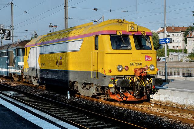BESANCON: Gare Viotte: Passage d'une 67200 INFRA.
