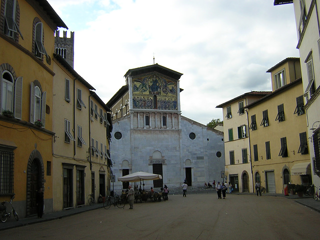 Heading into Lucca