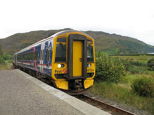 158724 slows to stop at Attadale
