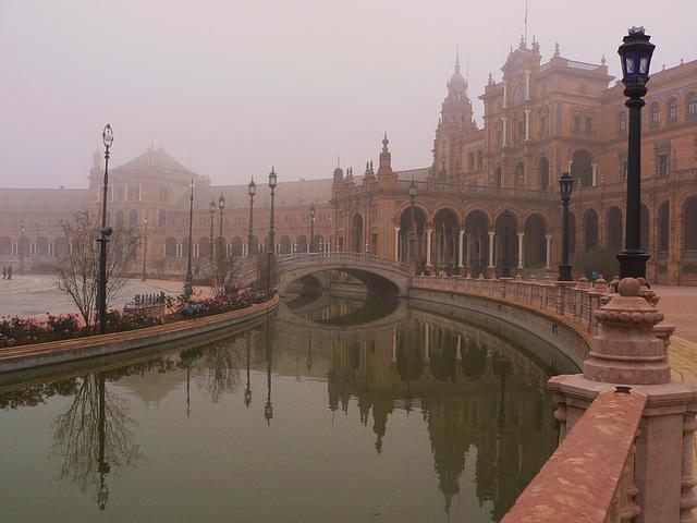 ...Séville ,dans la brume matinale...