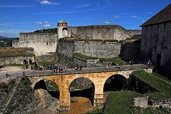 BESANCON: La citadelle: La tour de roi et le front royale.