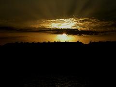 SAINT-RAPHAEL: Levé de soleil dans les nuages.