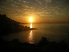 Levé de soleil sur la mer.
