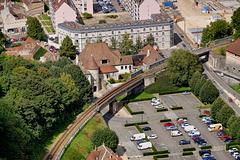 BESANCON: La porte Rivotte depuis la Citadelle.