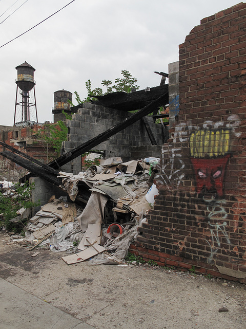 Was it worth some particular high youth's time & effort to add a picture of Cable Televi$ion talking frenchfries to this Detroit arsonfire area.