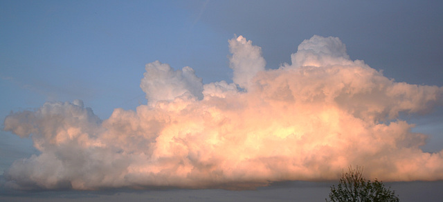 Cloud formation in evening light