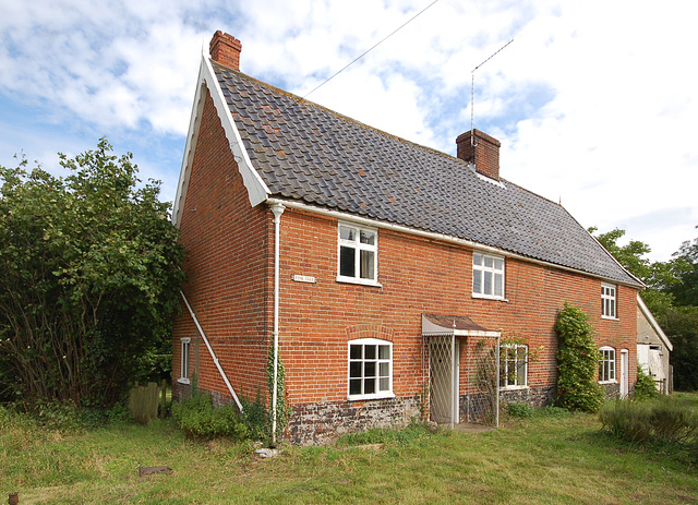 Pine Tree Cottage, Mill St, Middleton (1)