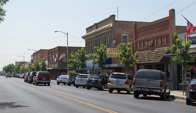 Reedley, CA downtown (0607)