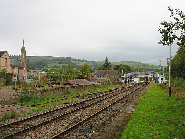 158701 pauses at Dingwall station