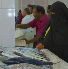 Madame kauft Fisch