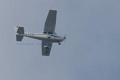 Flugzeug über der Wilhelma
