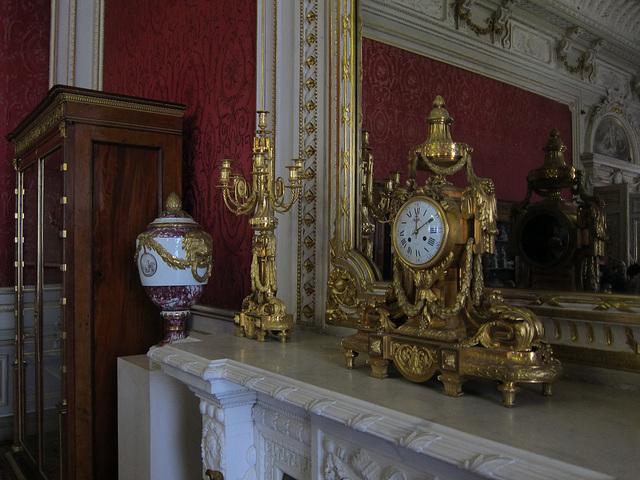 Impression mit Uhr (in der Eremittage)