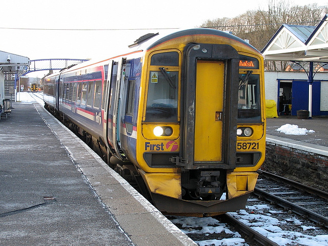 158701 derailed and causing disruption at Dingwall