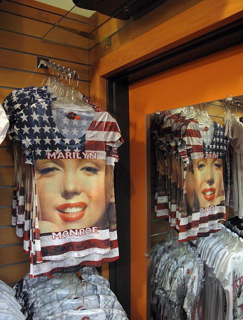 Mirrors the rack of U.S. Flag tshirts!