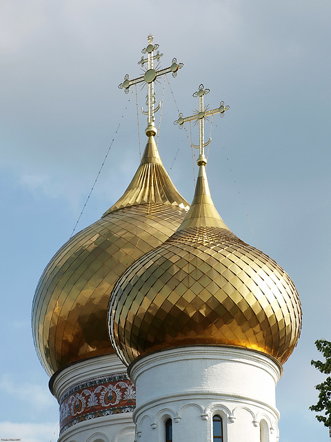 P7110513ac Yaroslavl Assumption Cathedral Gilded Bulbs