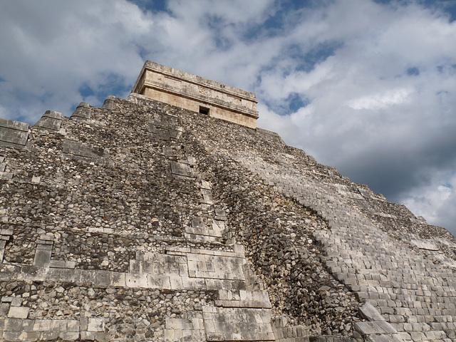 El Castillo - side