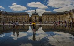 La place au miroir..........................Bordeaux................(on black).