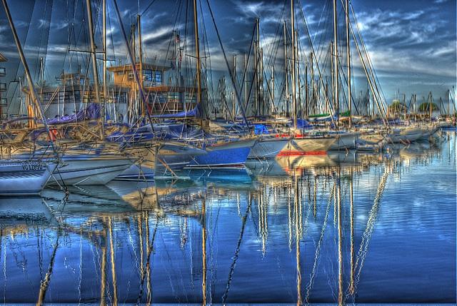 FREJUS: Bateaux dans le port.