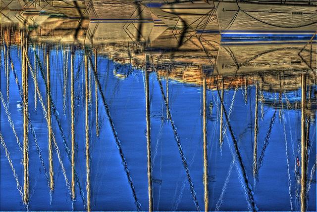 FREJUS: Reflet de bateaux dans le port de Port-Fréjus.