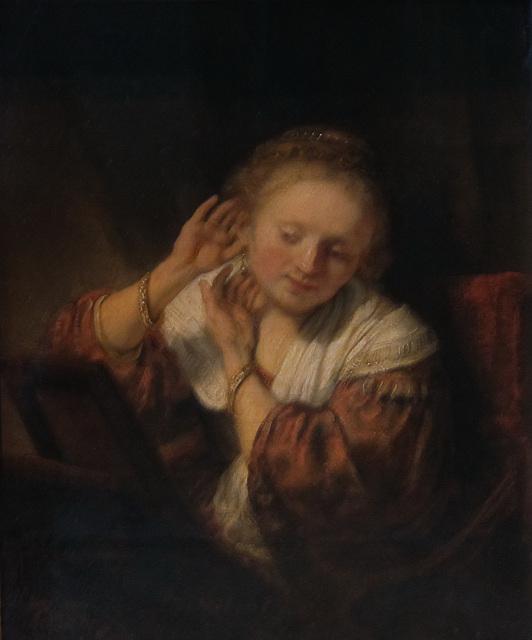 Junge Frau mit Ohrrigen