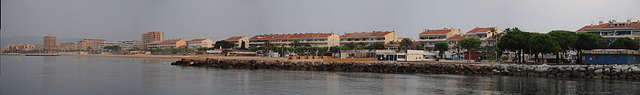 FREJUS: Panoramique du bord de mer.