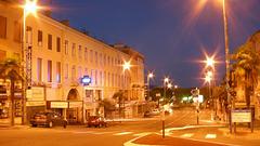 SAINT-RAPHAEL: La rue Kaar de nuit.