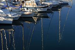 FREJUS: Reflet de bateaux dans la mer.
