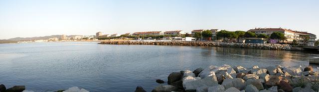 FREJUS-PLAGE: Depuis le port de Saint-Raphaël.