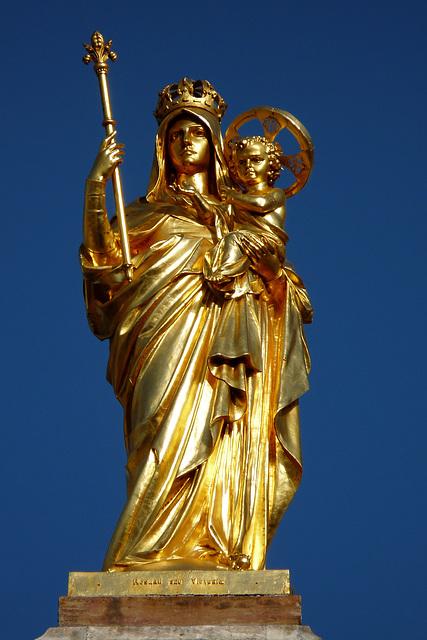 SAINT-RAPHAEL: Statue de la Vierge et l'Enfant de la Basilique.