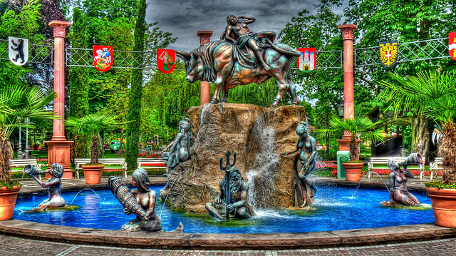 EUROPAPARK:Une fontaine  (HDR).