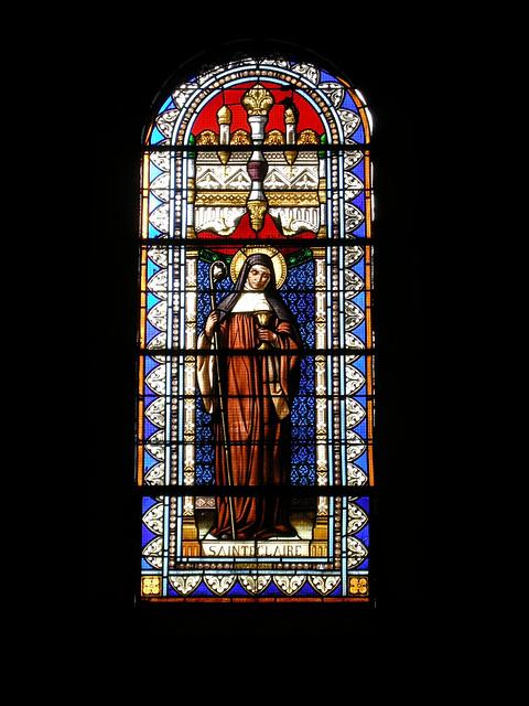 SAINT -PAUL: Un vitrail de la Collégiale.