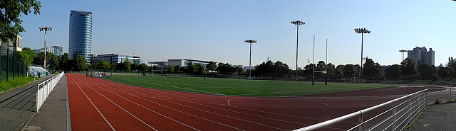 ISSY LES MOULINEAUX: Panoramiquedu centre sportif Suzanne LENGLEN.