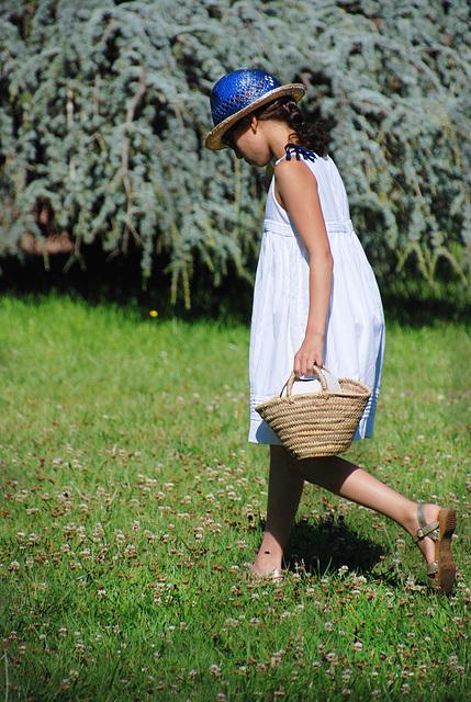 """Renoir aurait titré """" la petite fille au chapeau bleu """""""