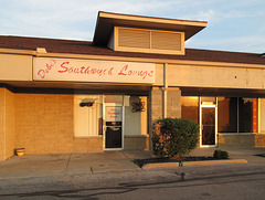 Welcome to Stripmall Debi's Southwyck Lounge of southwest Toledo.