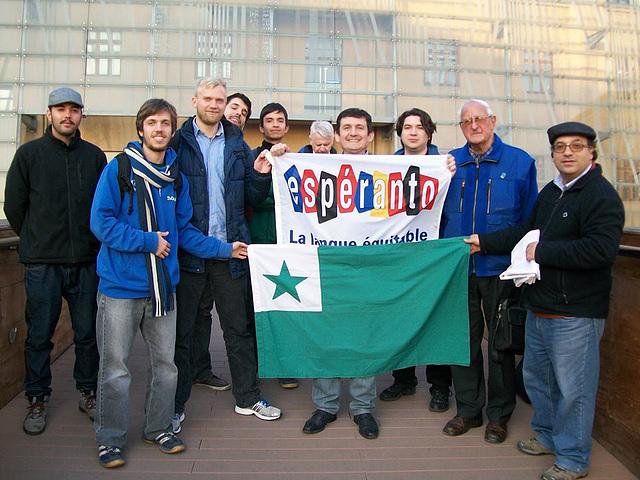 Por la francaj esperantistoj kiuj sendis la ŝildo pri la Langue Équitable