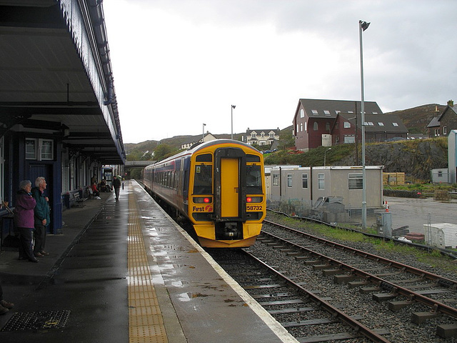 158732 in the Down platform at Kyle