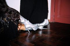 Lady Roxy in her silver platform boots/ Lady Roxy dans ses belles bottes argentées à talons hauts - August 8th 2007.