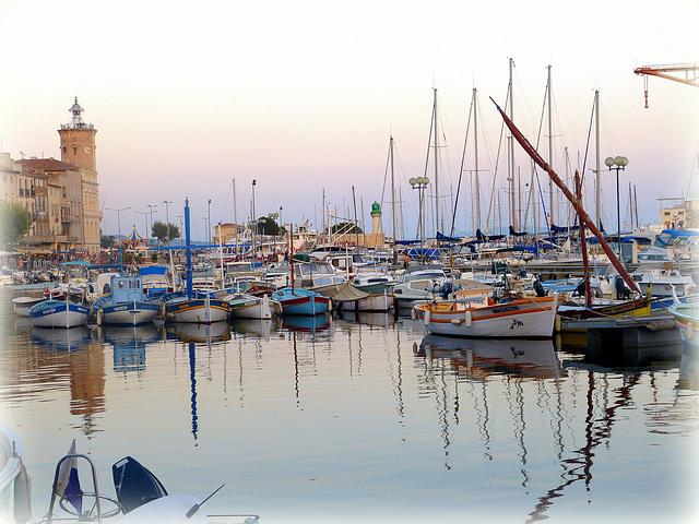 ...le port de la Ciotat ,pour vous souhaiter une belle journée...