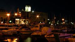 SAINT-RAPHAEL: La Basilique, le port de nuit.
