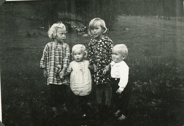 (458) F.v.: Randi (Svendsen) Tryti, Gunda Svendsen, Bjørg (Edøy) Hansen og Tormod Edøy