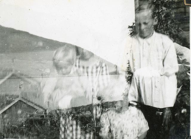 (481) (dobbelteksponert foto) Jens Bergum (til høyre)