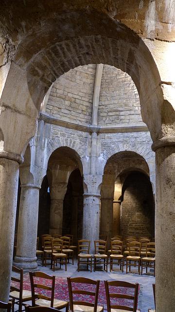 DIJON: Cathédrale Saint Bénigne: La Crypte (HDR)