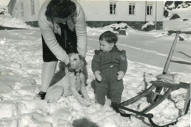 (500) Ure i Lofoten: Hilma (Svendsen) Solem og Lisbeth Andreassen
