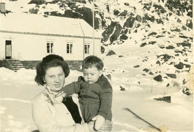 (502) Ure i Lofoten: Hilma (Svendsen) Solem og Lisbeth Andreassen