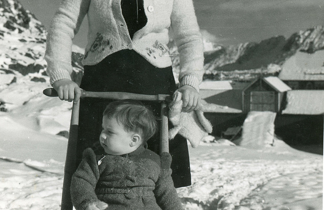 (507) Ure i Lofoten: Hilma (Svendsen) Solem og Lisbeth Andreassen