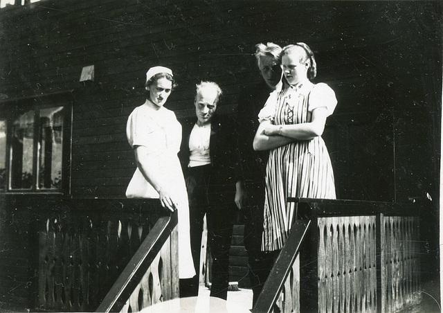 "(508) Johanna og Magnus Kroken med deres barn Karl (""Kalle"") og Magnhild"