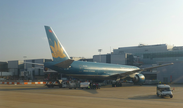 Snapshots from Gatwick (2) - 4 September 2013