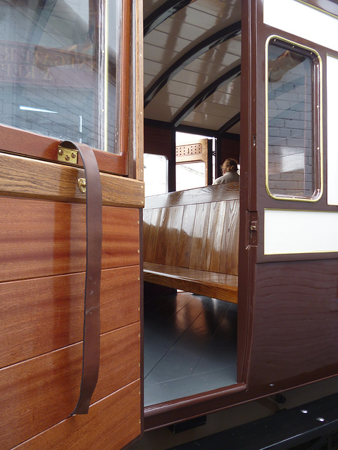NSR 127 - compartment  and door detail