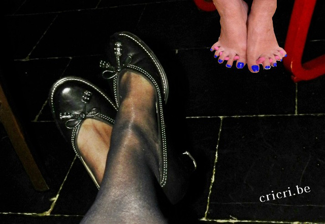Il est froid ton carrelage Cricri !!!  High heels & feet strange dream.....